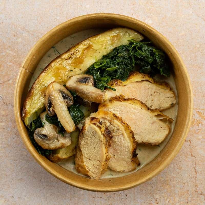 Filet de poulet fermier, épinards, champignons, pommes de terre au four et crème (300 g)