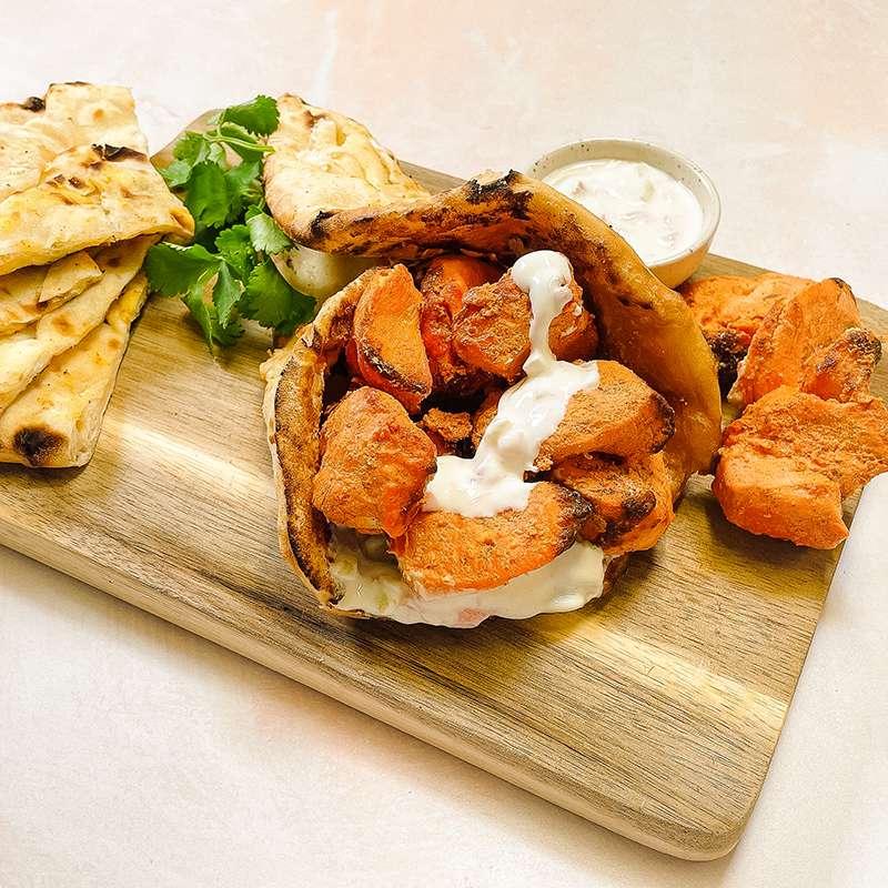 Kebab de luxe : cheese naan/poulet tikka massala tandoori/sauce raïta (x 1, 400 g)