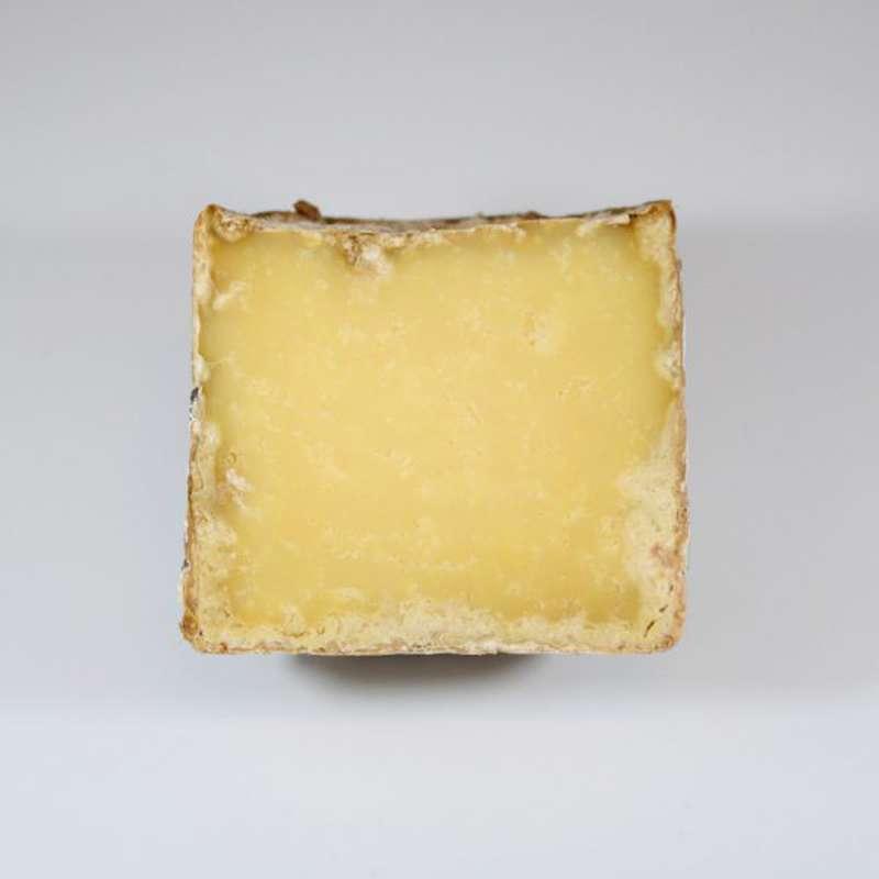 Le demi-Severac 100% au lait cru de Salers, plus de 6 mois d'affinage, Marie Severac (environ 350 g)