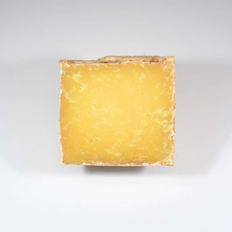 Le demi-Severac 100% au lait cru de Salers, 3 à 5 mois d'affinage, Marie Severac (environ 350 g)