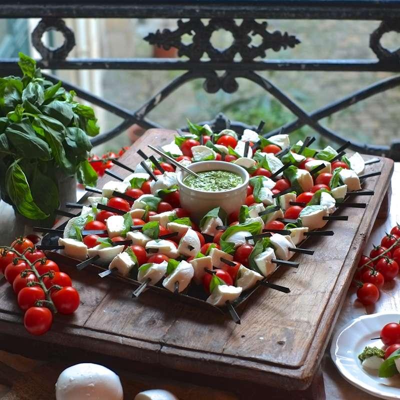 Grande planche de brochettes tomate/mozza (60 pièces) / à commander 48H à l'avance