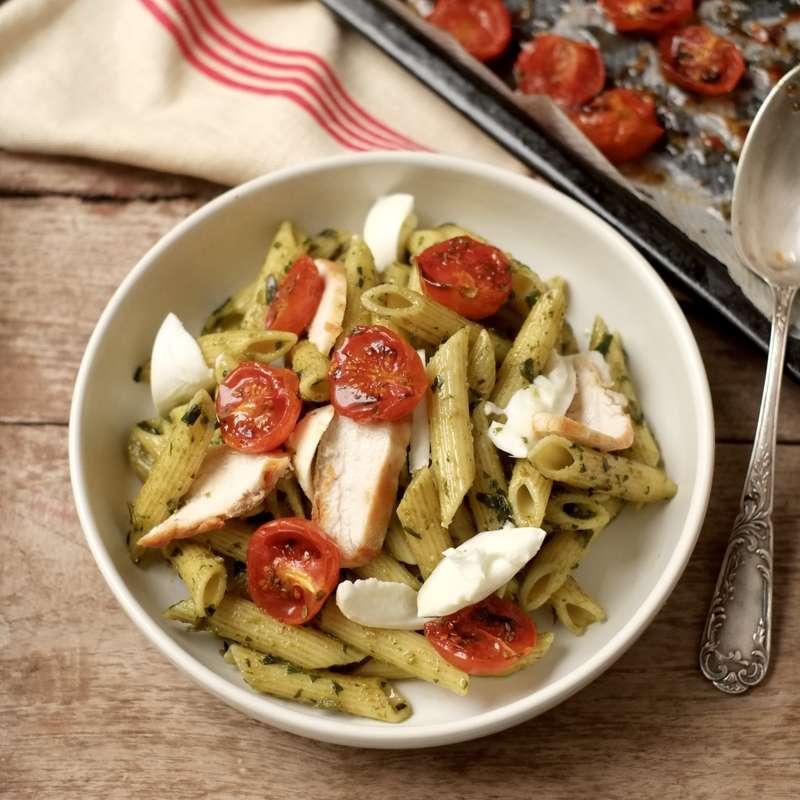 Saladier de penne au poulet, tomates confites, pesto maison / à commander 48h à l'avance