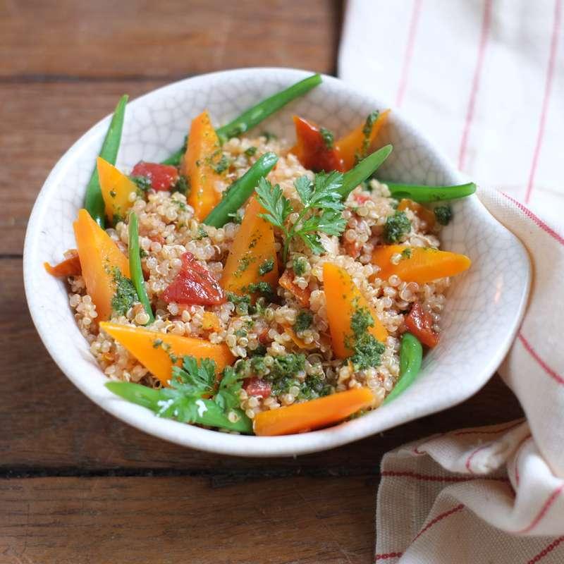 Saladier de salade marocaine de quinoa, légumes et chermula / à commander 48h à l'avance