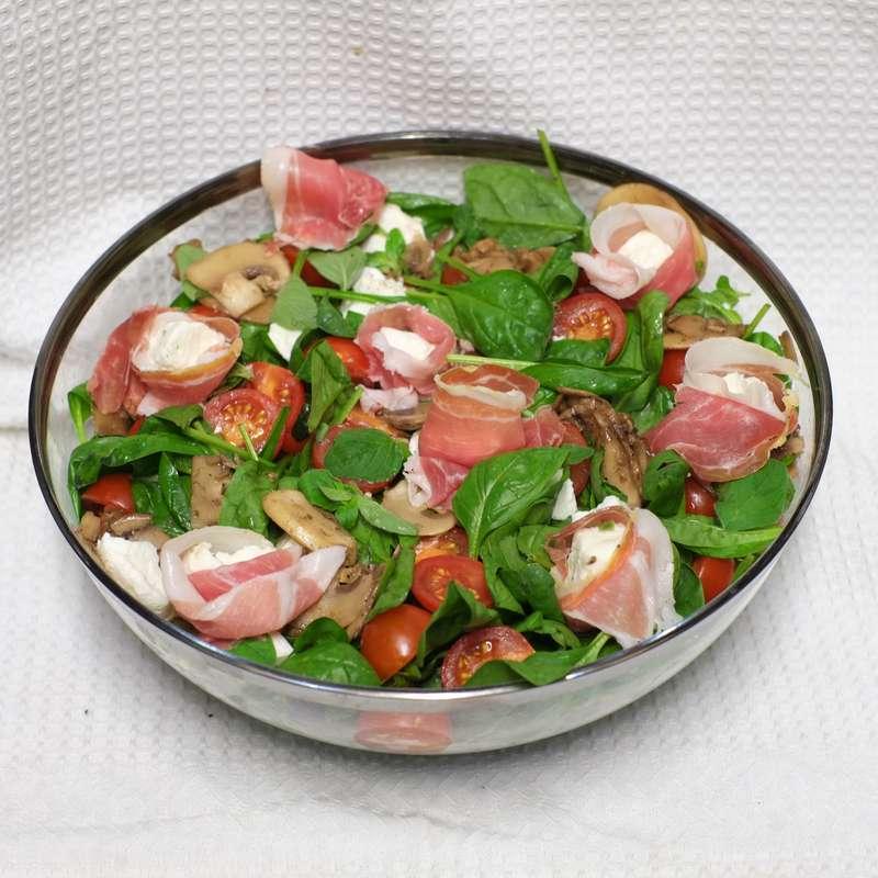 Saladier de salade à la mozza de bufflone et jambon de Parme AOP / à commander 48h à l'avance