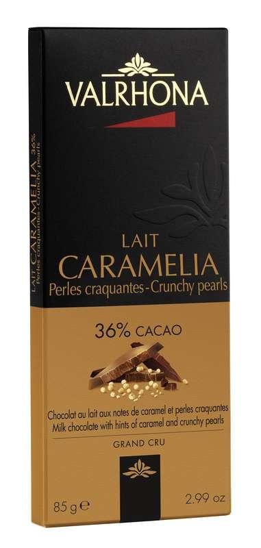 Tablette de chocolat au lait Caramelia 36% et perles craquantes, Valrhona (85 g)