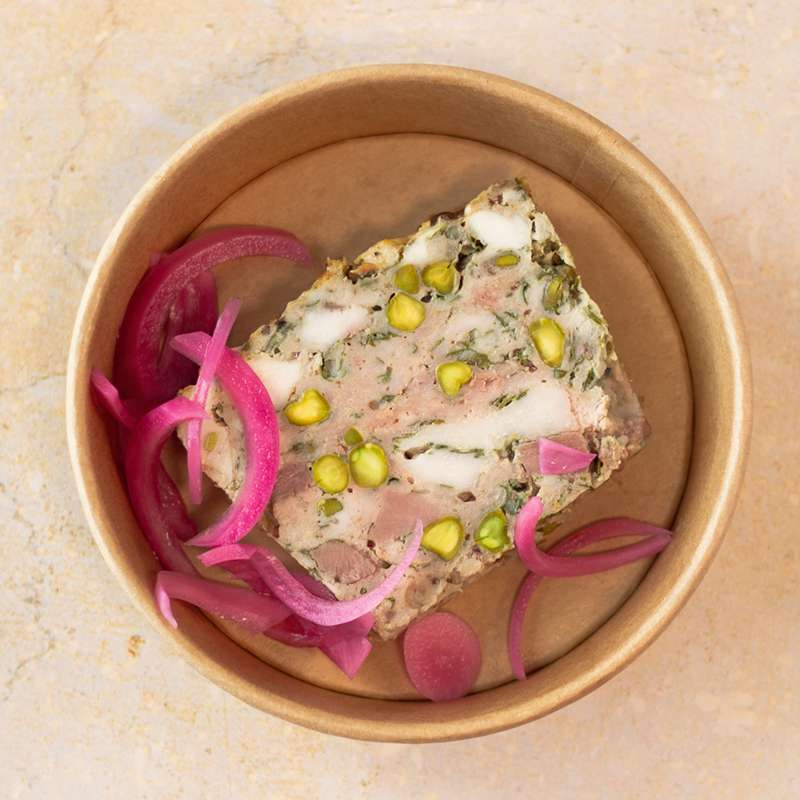 Terrine de volaille, coriandre, pistache et pickles d'oignon rouge (150 g)