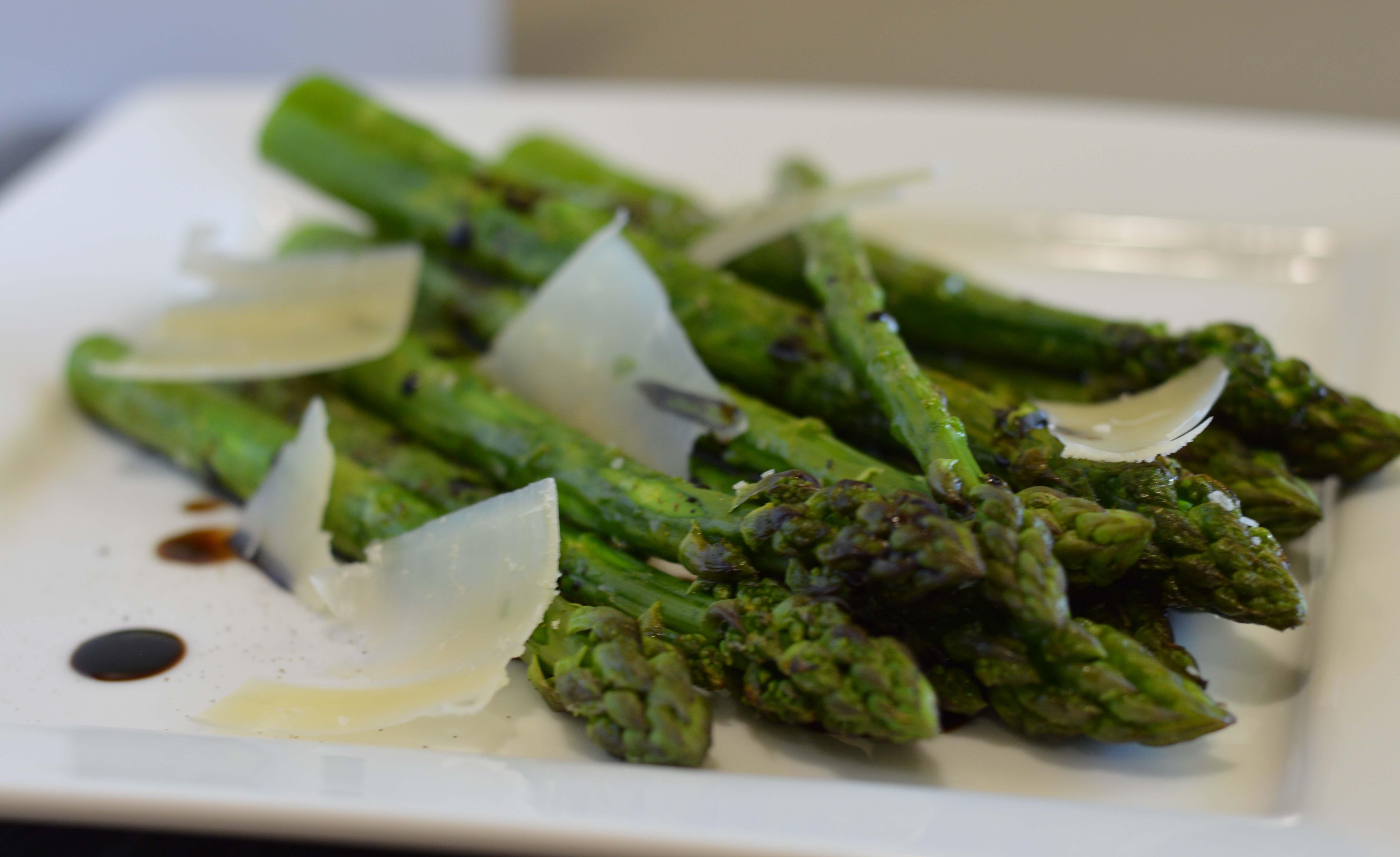 Asperges vertes grillées aux copeaux de parmesan à réchauffer (80 g)