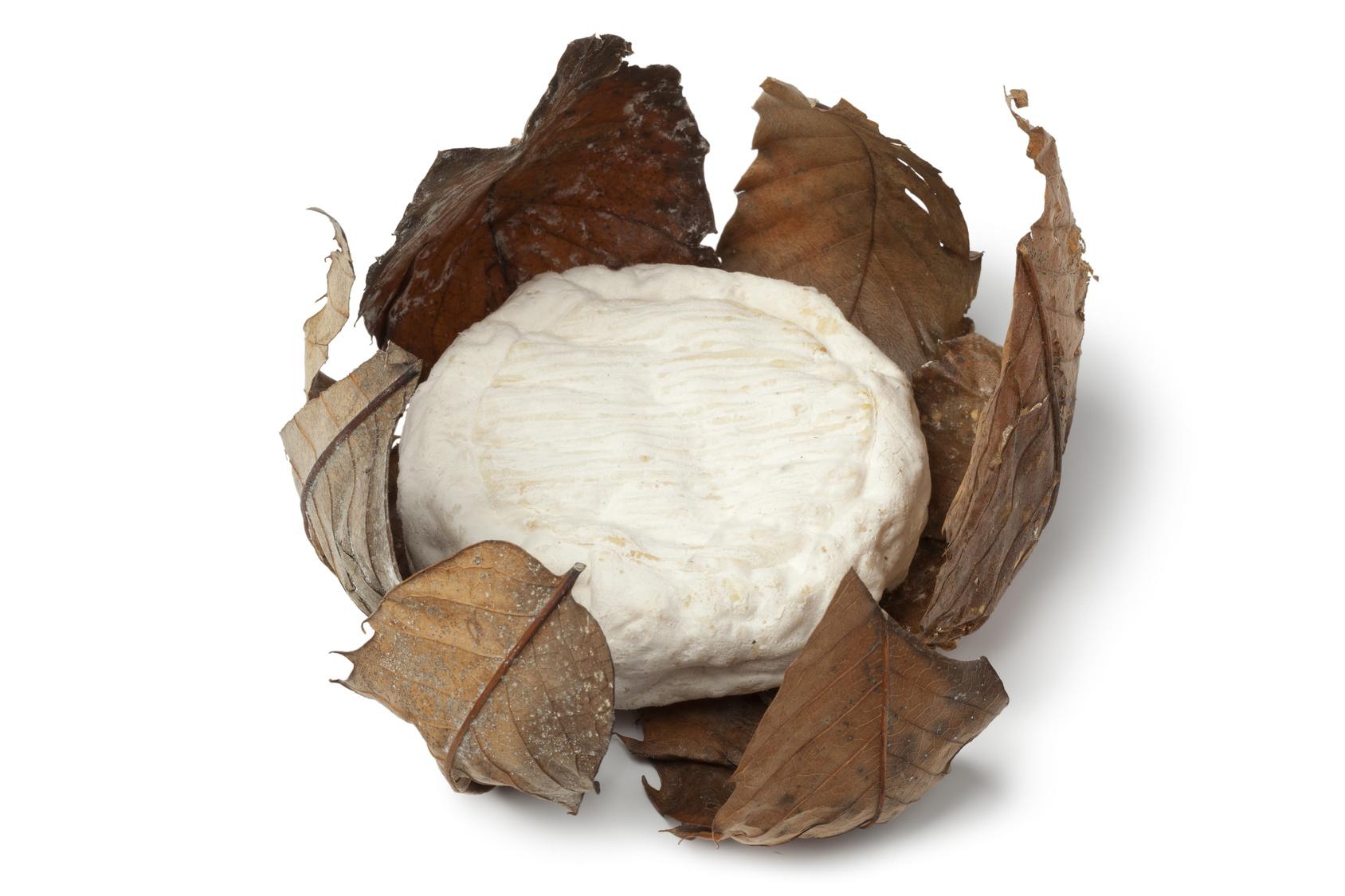 """Banon AOP au lait de chèvre, """"feuille de Châtaignier lié au Raphia"""" (environ 100 g)"""