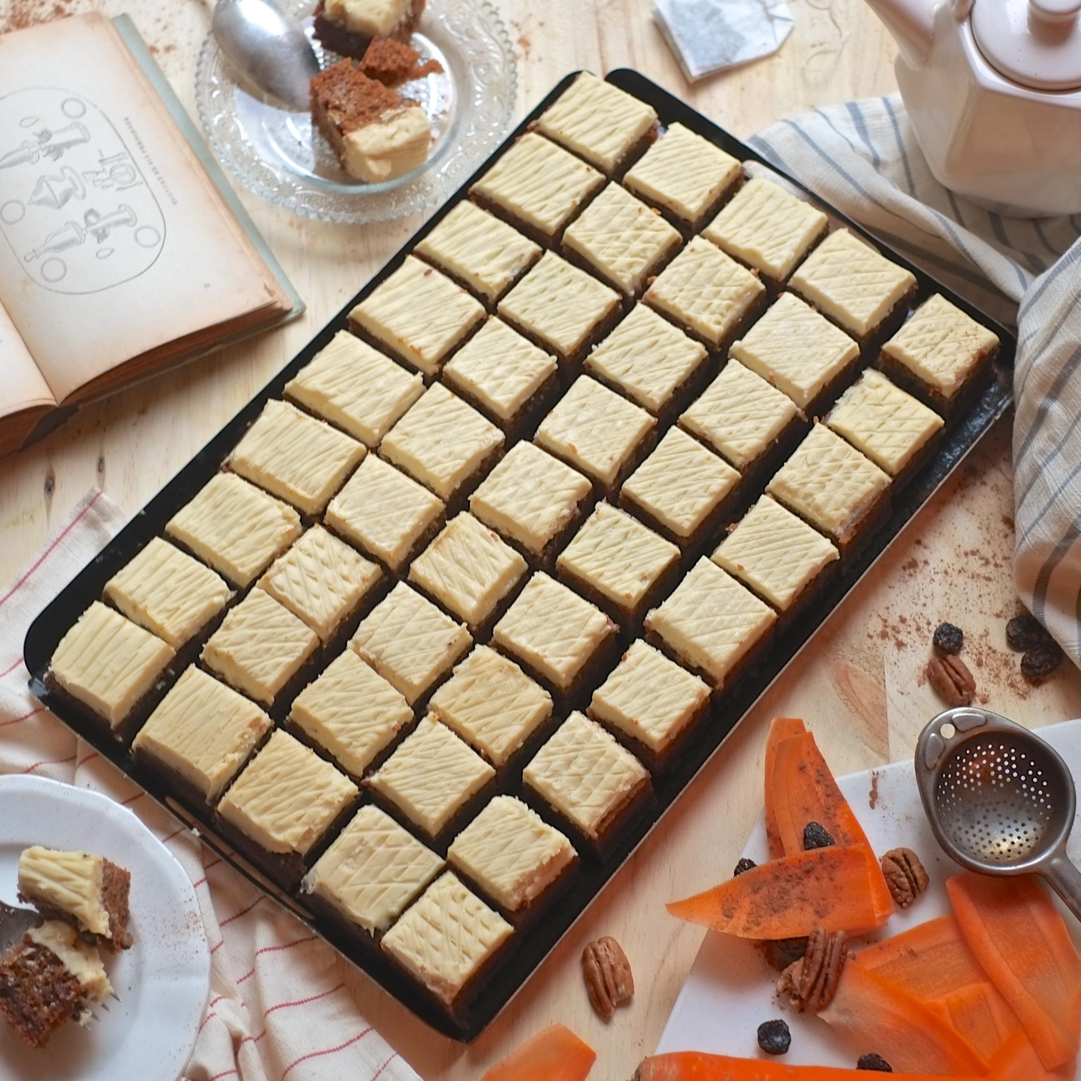 Grand carrot cake artisanal rectangulaire - 45 pièces (36 heures à l'avance)