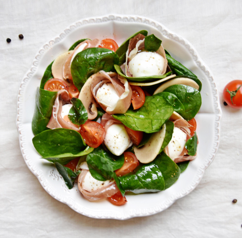 Salade à la mozza de bufflone et parme AOP (plat)
