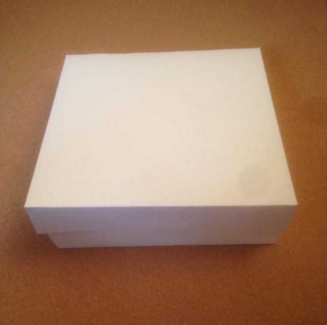 Petite boite blanche (pour petits plateaux/viennoiseries)