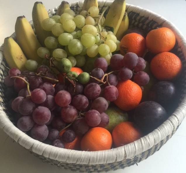 Corbeille en osier + fruits de saison (3 kg)