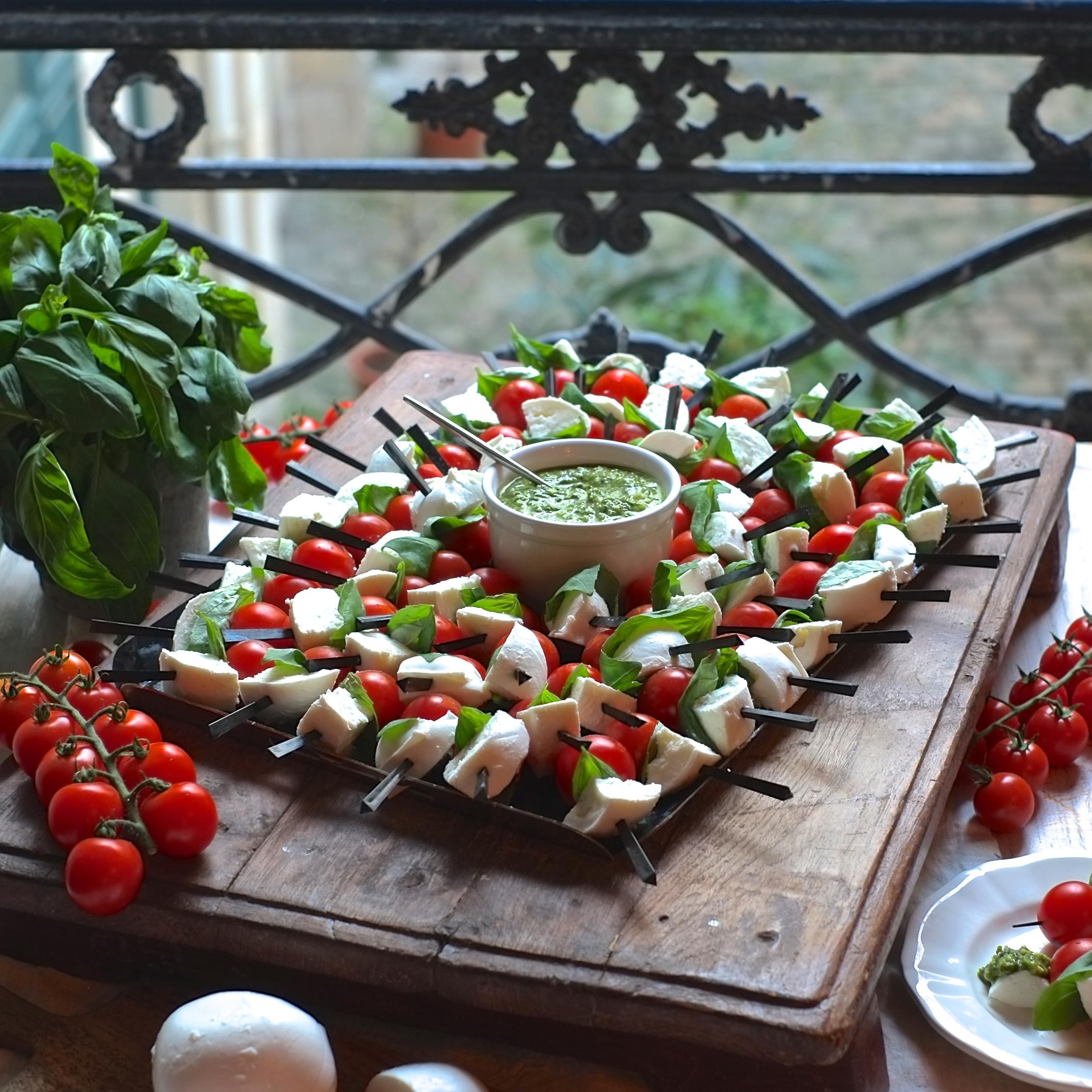 Grande planche de brochettes tomate/mozza (60 pièces) - 24h à l'avance