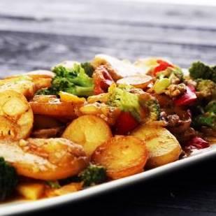 Poêlée asperges, brocolis et pommes de terre (350 g)
