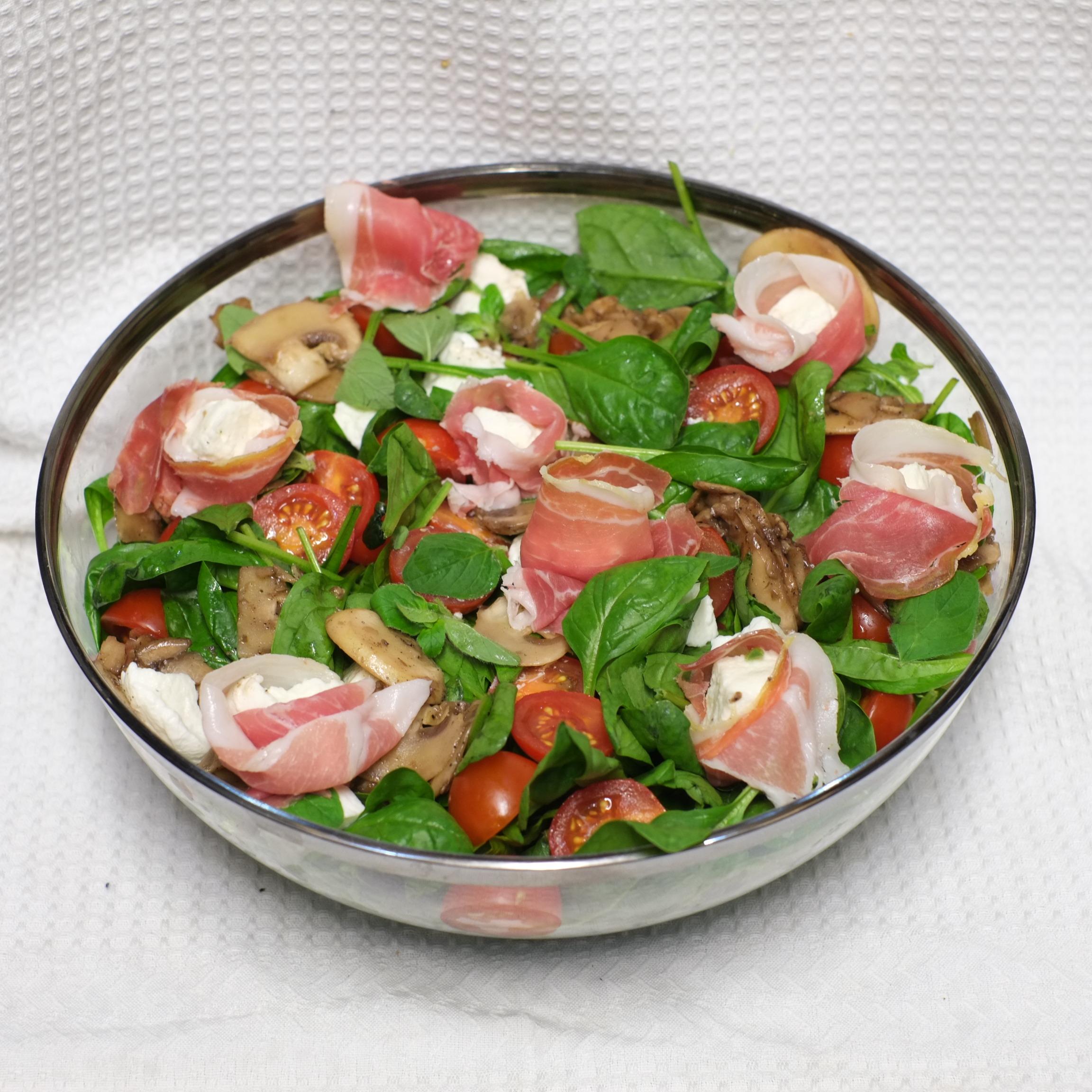 Saladier de salade à la mozza de bufflone et parme AOP - 24h à l'avance
