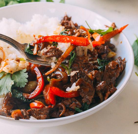 Boeuf sauté piment et basilic thaï