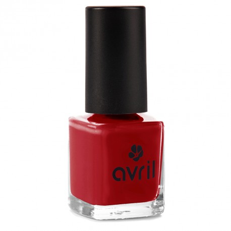 Vernis à ongles rouge opéra n°19, Avril